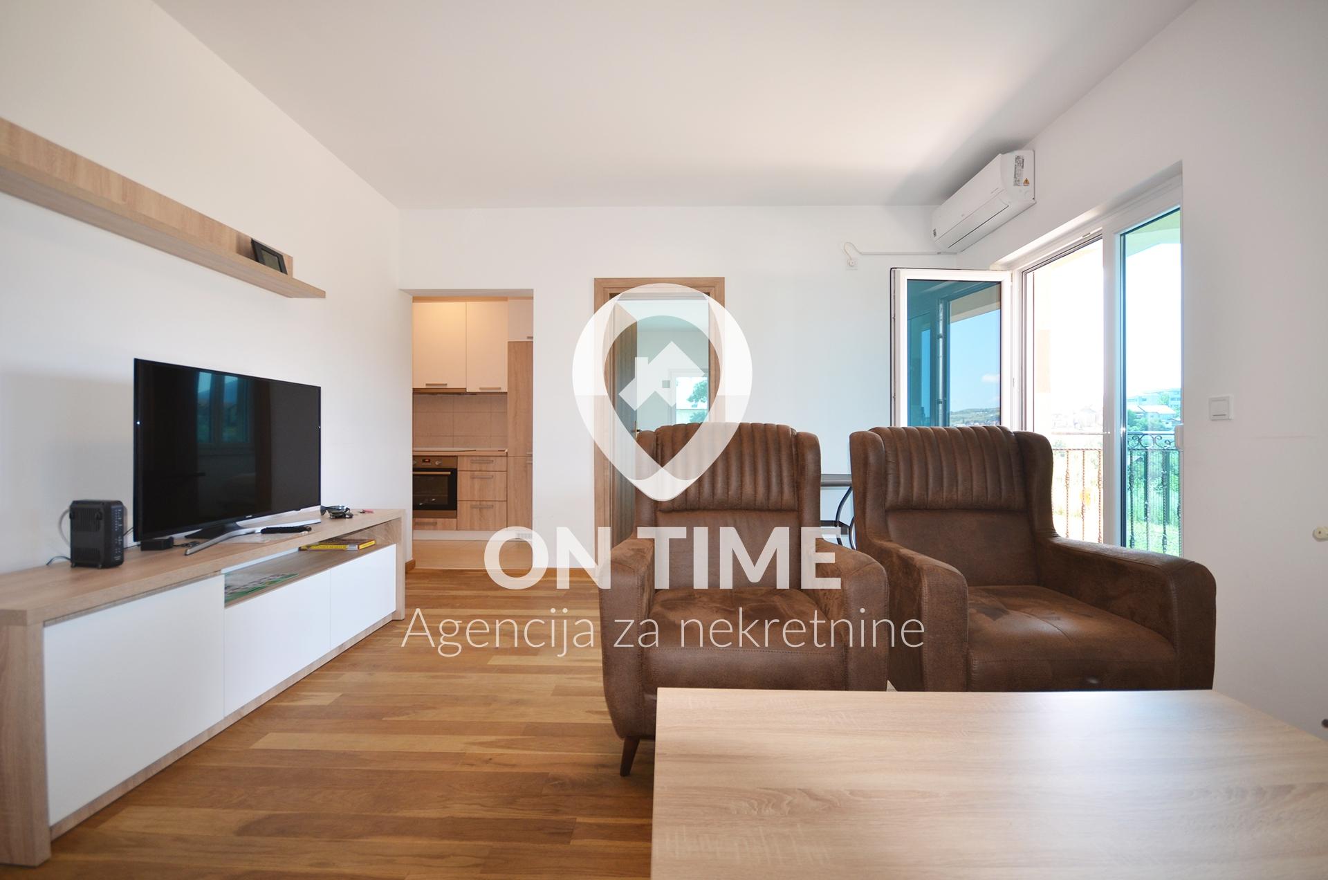 Dvosoban namješten stan,  Kromolj, 55 m2