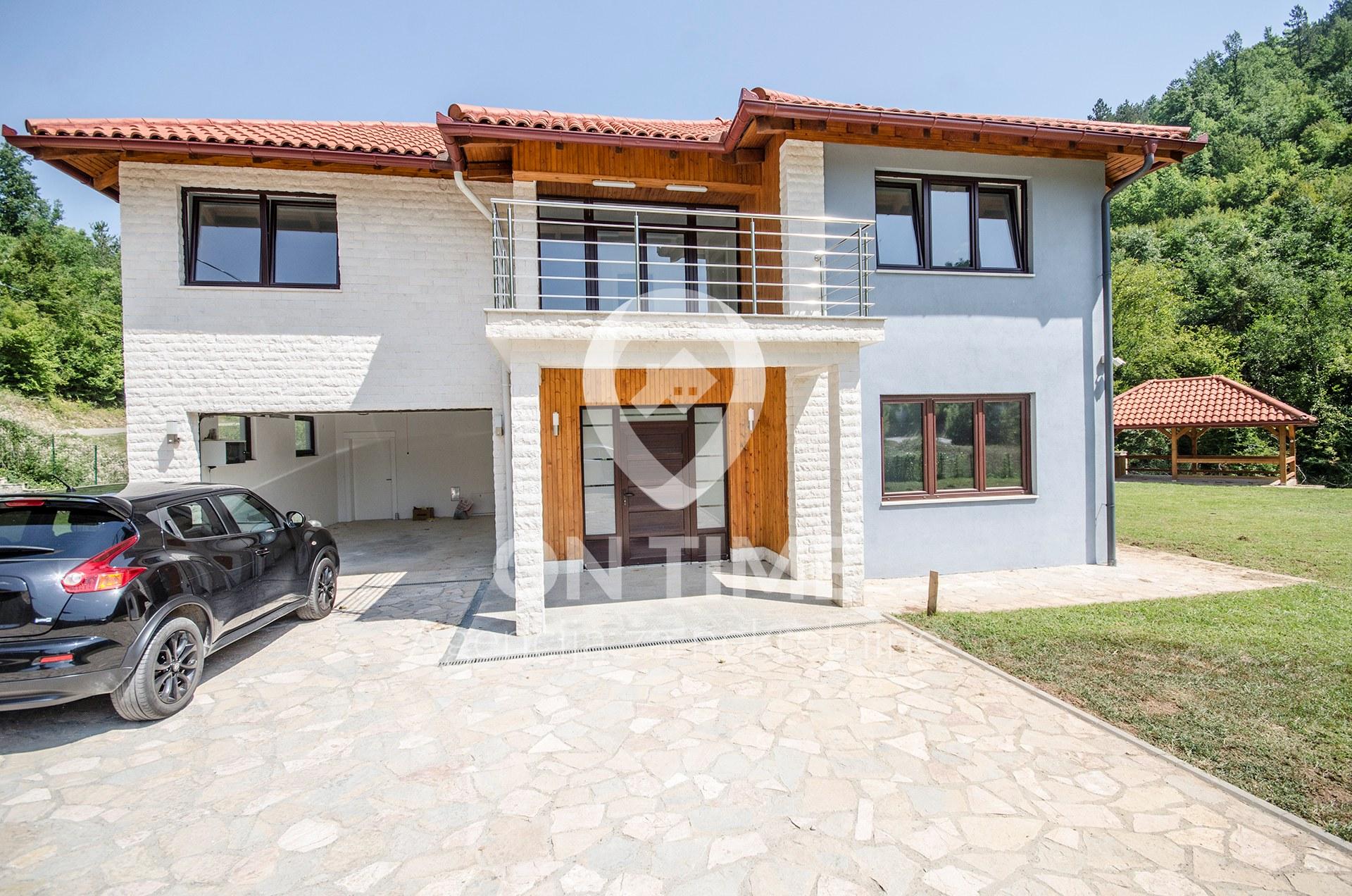 Kuća 360 m2 / zemljište 2000 m2 / Konjic